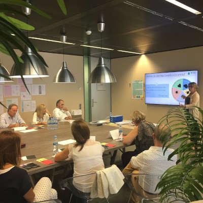 Ángela Jordana en una formación para empresarios en ESADE Creapolis en salud mental y propósito